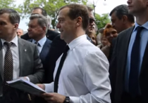 «Денег нет, хорошего вам настроения»: Медведев
